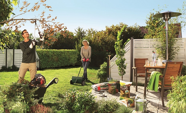 Zahradní technika pro údržbu trávníku