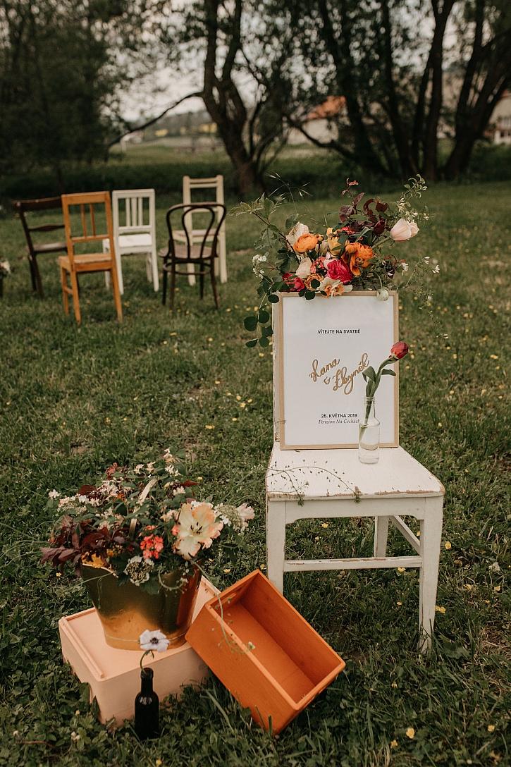Židle a bedýnky