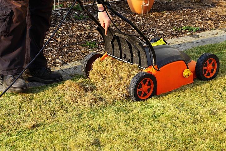 Provzdušňování trávníku