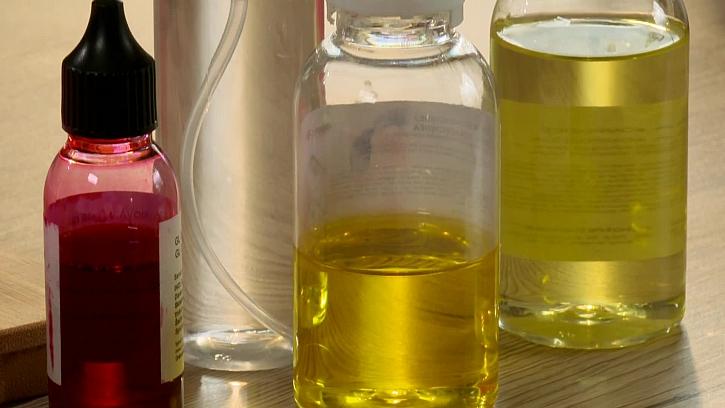 Vonné oleje a červená barva