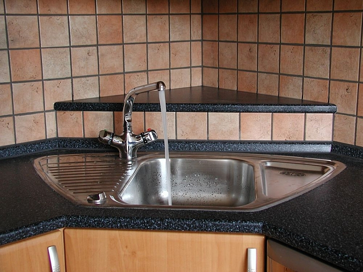 Instalace kuchyňského dřezu