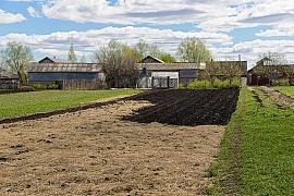 Jarní úklid zahrady není jen o odklizení chvojí z trvalek