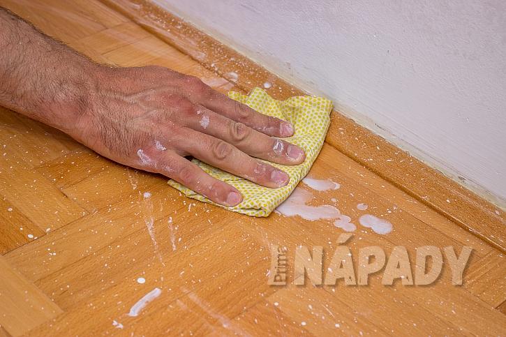 Úklid po malování je náročný, proto si podlahu před malováním zakryjeme  (Zdroj: Radoslav Ptáček)