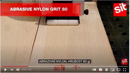 V tomto videu se můžete podívat na to, jak rozdílných výsledků lze dosáhnout s použitím různých kartáčů z hlediska materiálu drátu, jeho průměru či zrnitosti