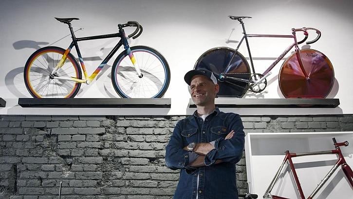 Michal Moureček zasvětil svůj život výrobě jízdních kol (Zdroj: Prima DOMA)