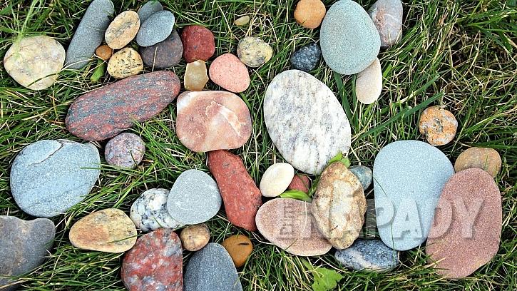 Nápady na dekorace z přírodnin: kamínky a oblázky jsou vděčným materiálem