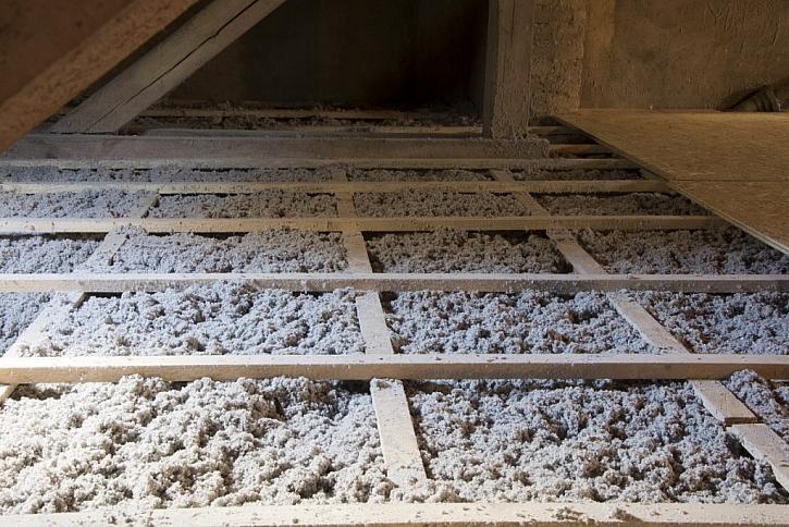 Se zateplenou střechou nebo podkrovím s přírodní celulózovou izolací Climatizer Plus je možná úspora až 35% na vytápění domácnosti.