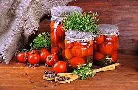 Sezona rajčat vrcholí. Co z nich vyrobit? Usušte je nebo naložte do oleje