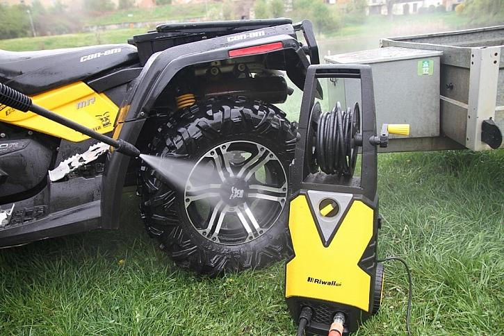 Pořádně umýt kola od bláta, to déšť nezvládne