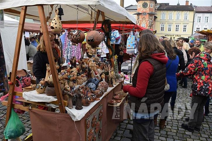 Řemeslné a vánoční trhy už jsou v plném proudu