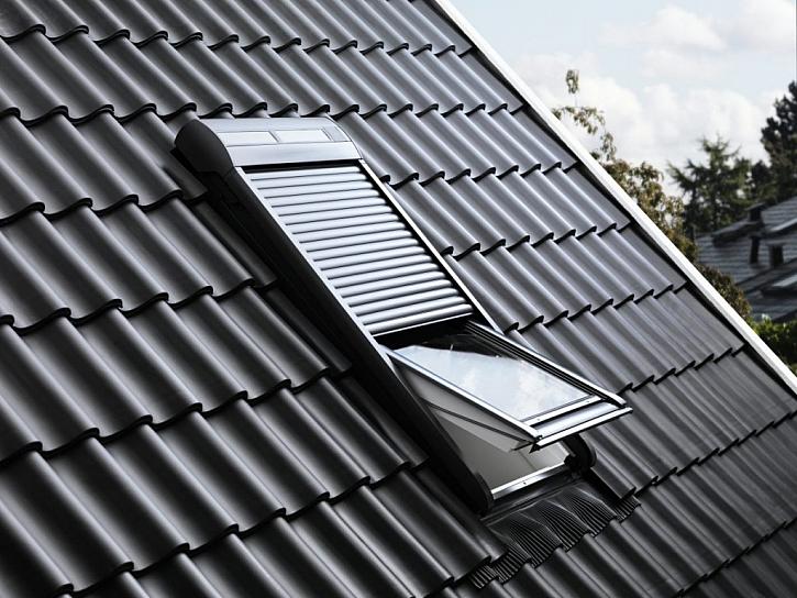 Jednoduché ovládání - manuální nebo komfortní dálkové ovládání na elektrický či solární pohon