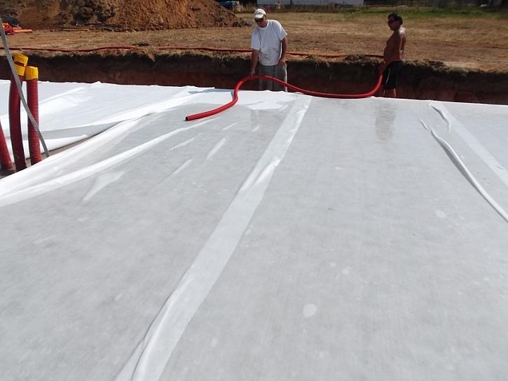 15) Ošetřování roznášecí betonové desky