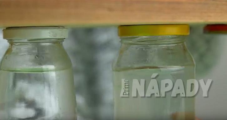 Netradiční váza ve tvaru dřevěné stoličky: přišroubujte skleničky