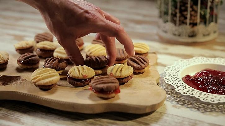 Sušenky slepit marmeládou
