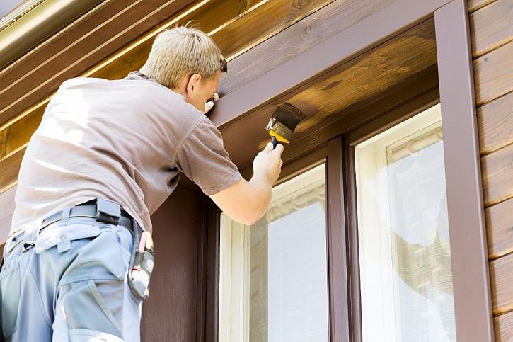 Kdy a jak provést renovaci nátěru dřevěných oken a dveří? (Zdroj: Building Plast)