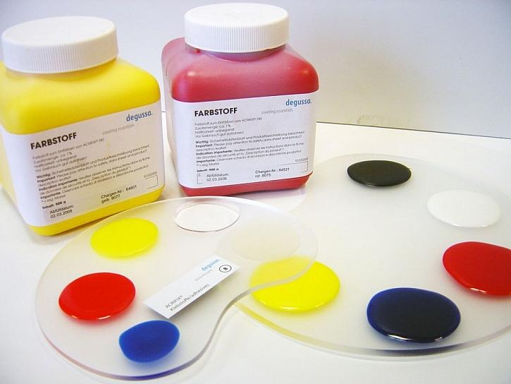Lepidla Acrifix je možné obarvit různými pigmenty