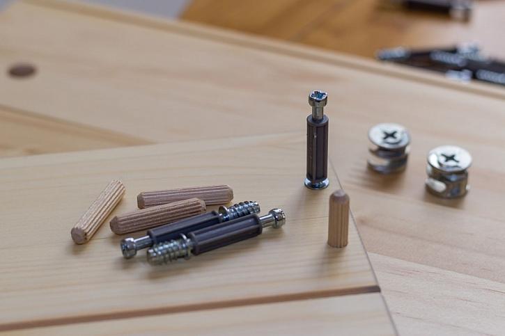 Kolíkové spoje z různých materiálů