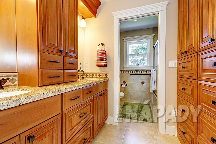 Sestava koupelnového nábytku nabízí bohatý úložný prostor (Zdroj: depositphotos.com)