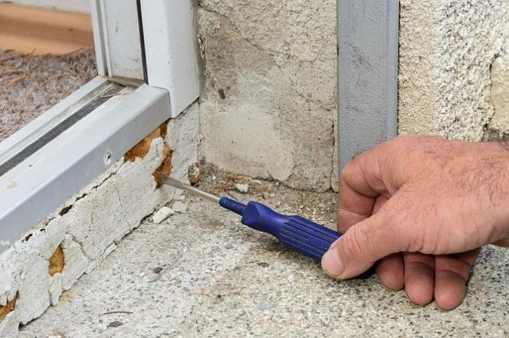 Špatná montáž vstupních či balkonových dveří