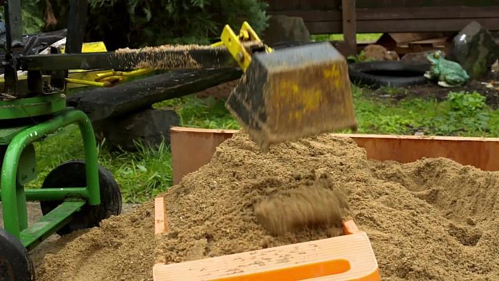 Sypání písku