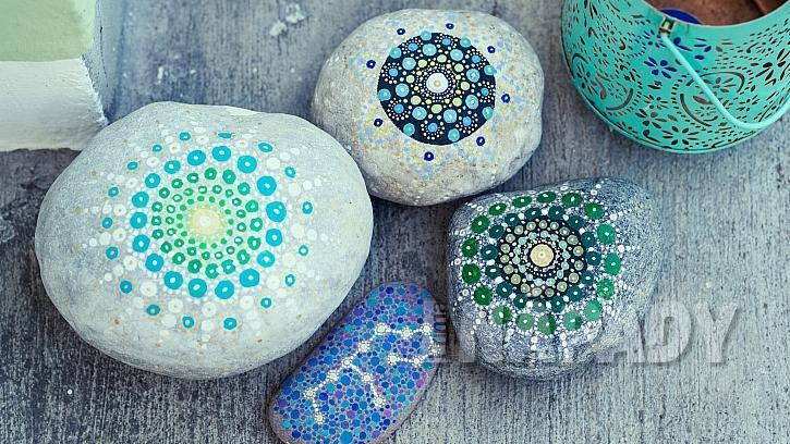 Nápady na dekorace z přírodnin: inspirace, jak malovat kameny barvami