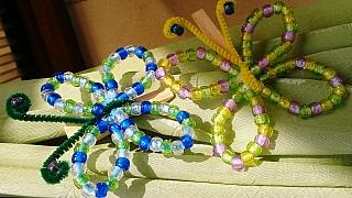 Návod pro děti: Jak udělat zbarevných korálků motýla