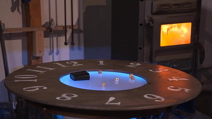 Výroba originálního stolku s hodinami