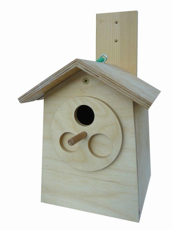 Ptačí budky a krmítka pro malé opeřence