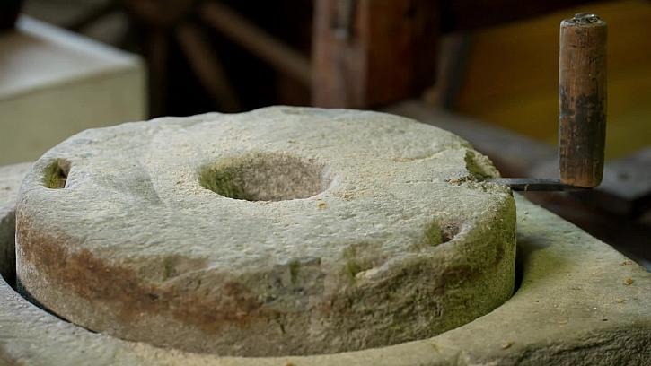 Kamenný mlýnek na mouku