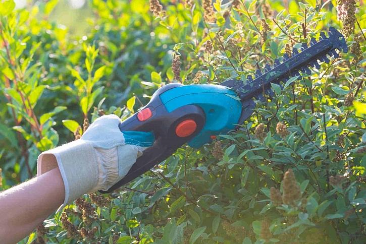 Akumulátorové baterie zahradních strojů mívají indikátory nabití, usnadní nám to tak práci s nimi