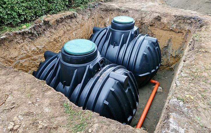 Díky podzemním nádržím se zbavíme nehezkých nádob na zahradě