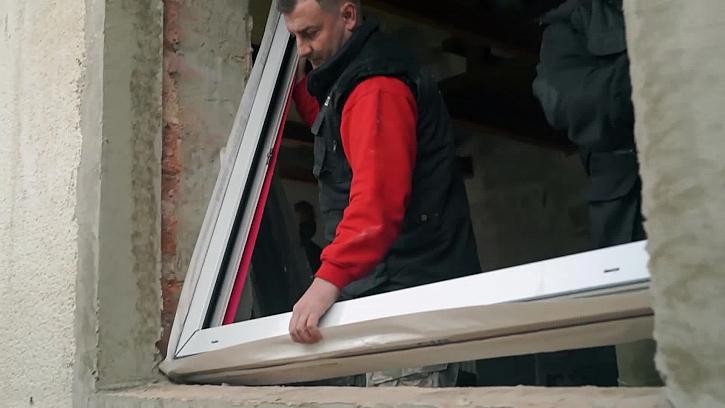 Budeme montovat dovezená okna z VEKRA