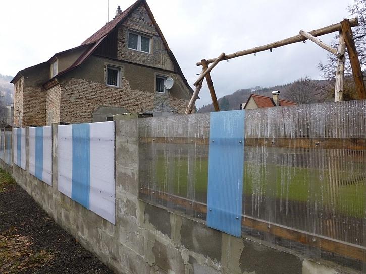 Antikutil - plot ze zbytků zastřešení