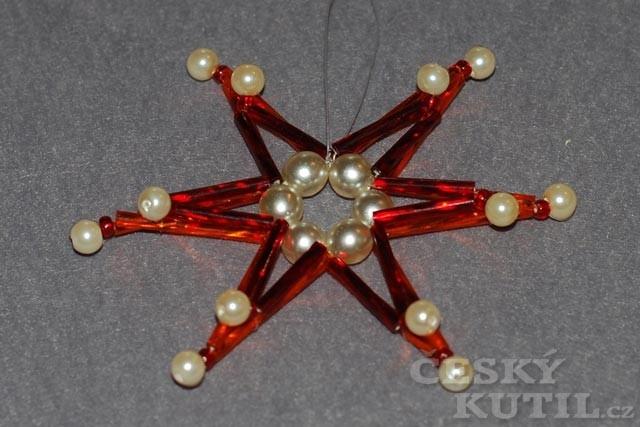 Výroba vánoční ozdoby – hvězda z korálků