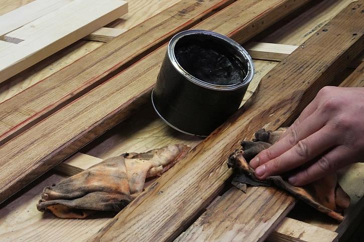 voskování dřeva