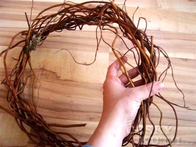 Jak vyrobit velikonoční nebo jarní věnec