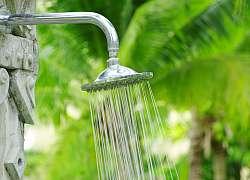 V horkém létě je na zahradě téměř nutností! Nainstalujte si venkovní sprchu
