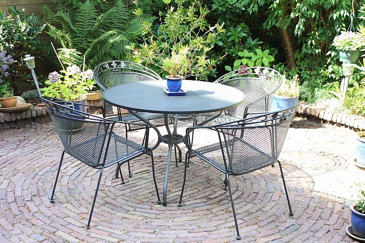 Vybíráme zahradní nábytek pro malou zahradu (Zdroj: Depositphotos)
