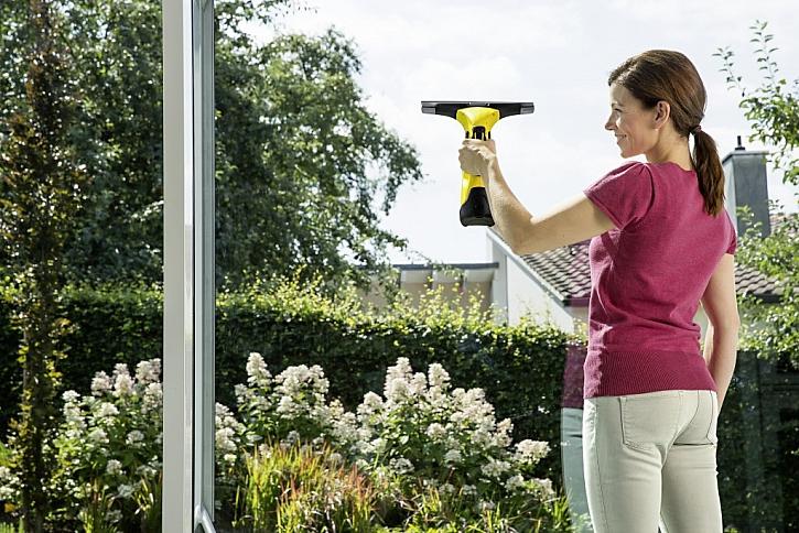 Čistá okna a prosklené plochy aneb Aku stěrka Kärcher WV 5 Premium