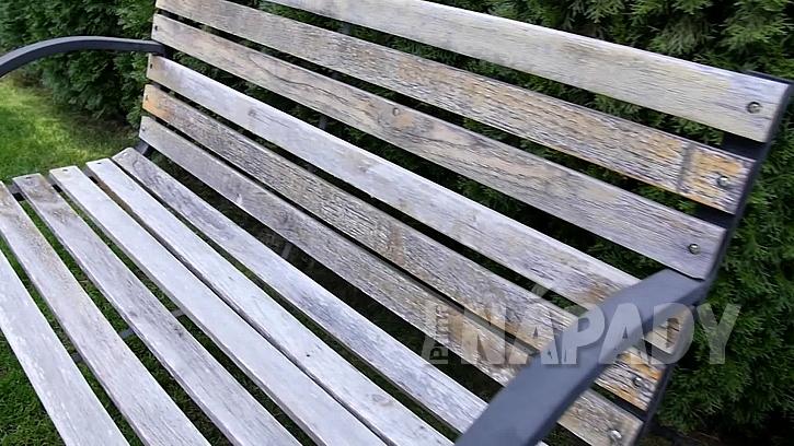 Renovace staré lavičky