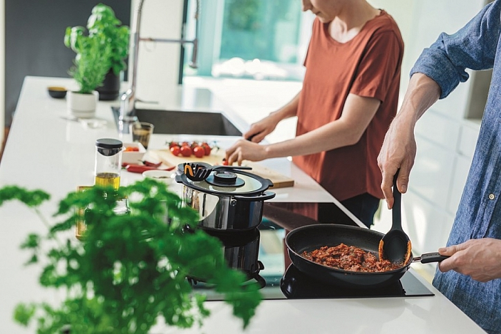 Černá a oranžová do vaší kuchyně