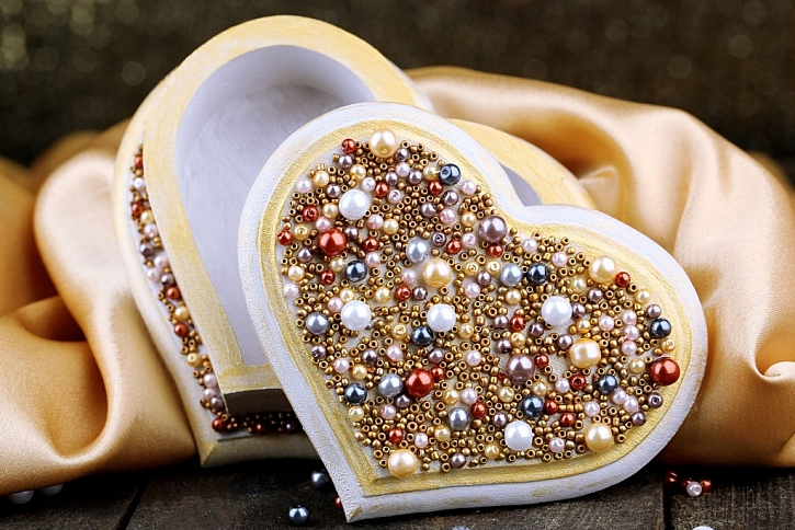 Valentýnské překvapení nebo plesové zdobení