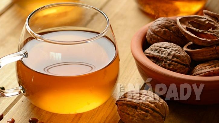 Čaj proti kašli z ořechových skořápek