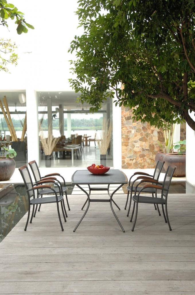 Kovový zahradní nábytek