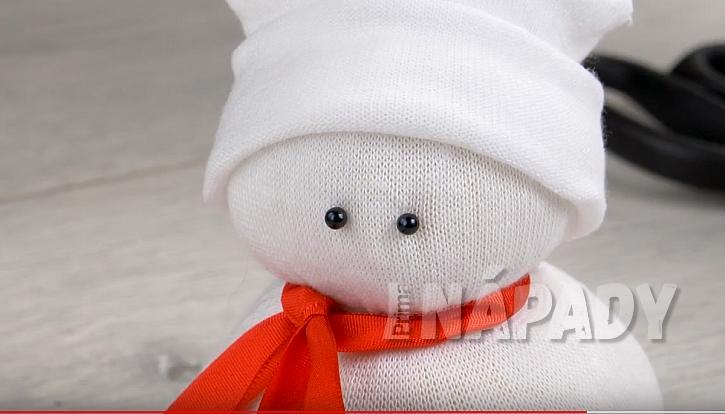 Sněhulák z ponožky 8