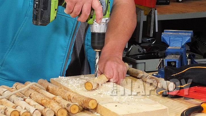 Nosítko na dřevo: kulatinky provrtáme