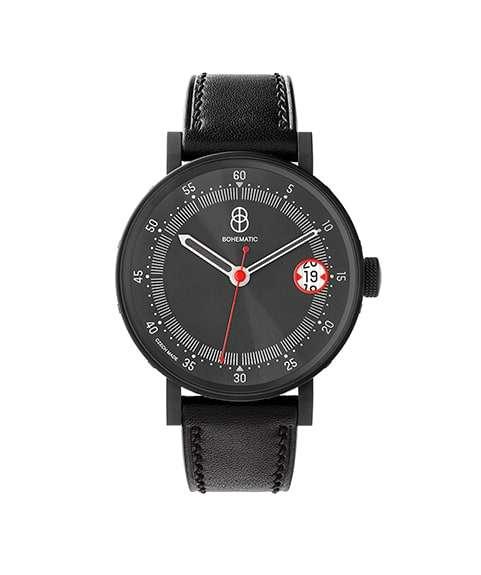 První model hodinek série GRAPHIC, která připomíná to nejlepší z historie i současnosti českého grafického designu, vzdává poctu Ladislavu Sutnarovi