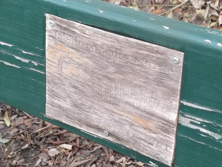 Antikutil - pokreslené lavičky