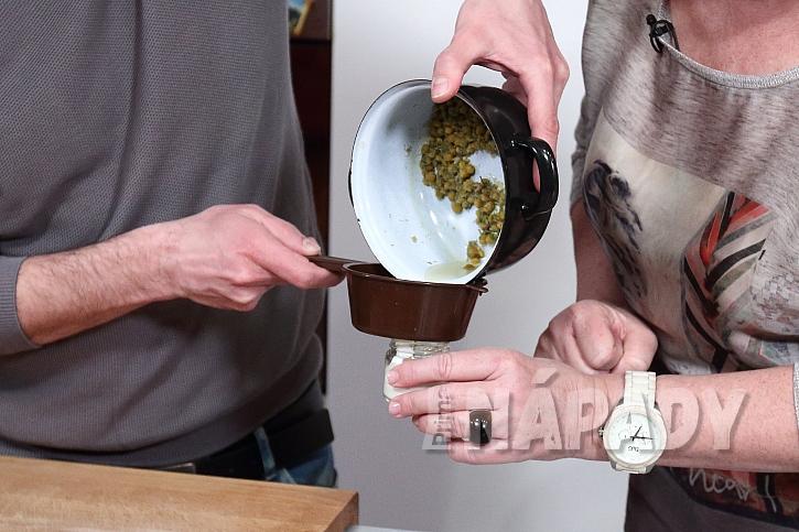 Pleťový krém z medu, heřmánku a smetany  2