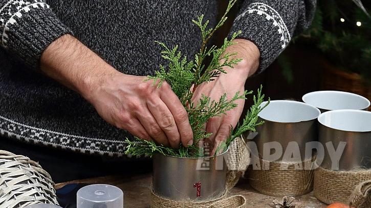 Adventní věnec: do plechovek upravíme všechny přírodniny